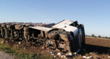 Kadirli'de Kablo Yüklü Kamyon Devrildi