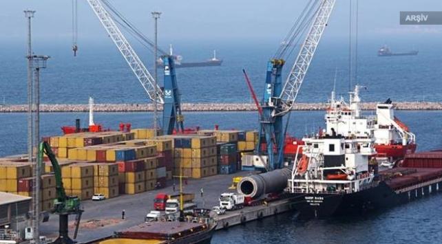 Bandırma Limanı'nda konteyner gemisi yan yattı